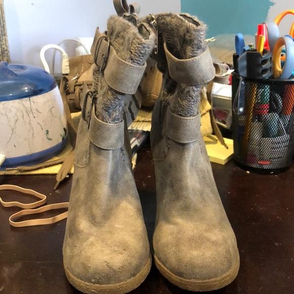 Mukluks heeled zip up double buckle calf boots